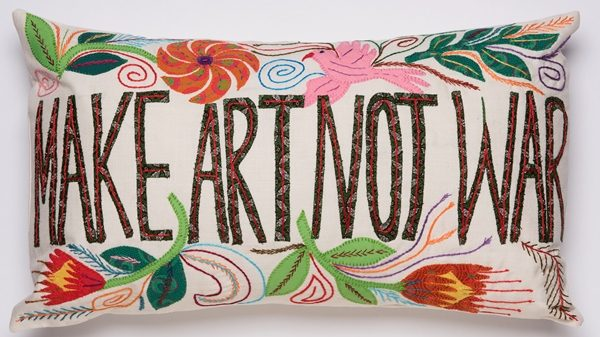 coussin brodé africa embroidered cushion make art not war