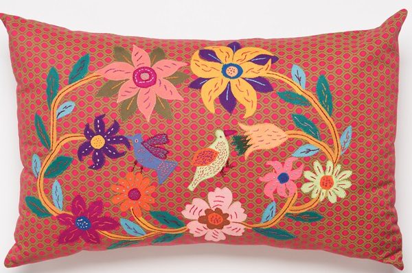 coussin brodé shwe shwe afrique du sud - embroidered cushion shwe shwe south africa | mahatsara