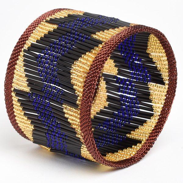 bracelet en fil de cuivre tressé avec perles de verre - beaded copper wire bracelet