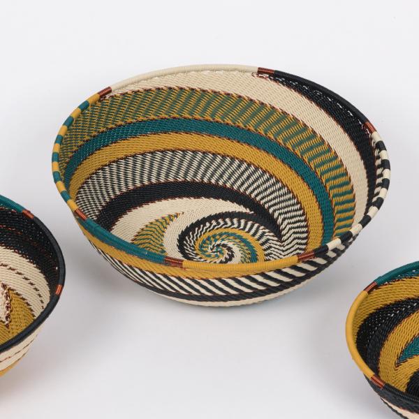 corbeilles en fil de téléphone - telephone wire bowls
