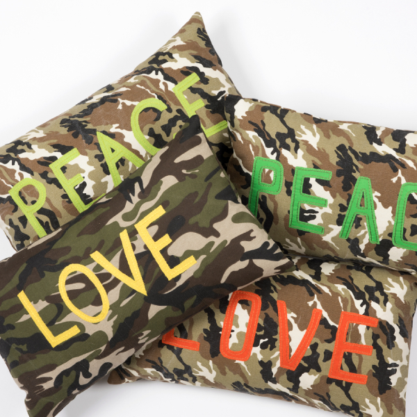 coussin camouflage brodé - embroidered cushion