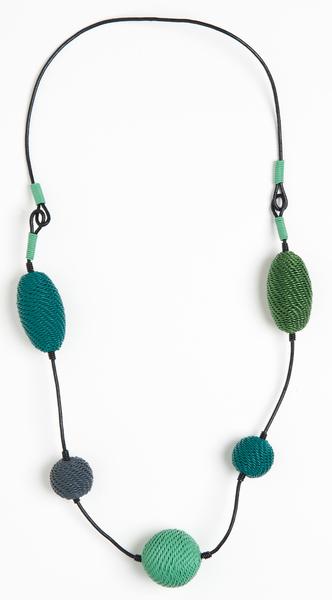 collier en fil de téléphone tressé - hand woven telephone wire necklace | mahatsara