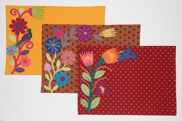 set de table brodé shwe shwe afrique du sud - embroidered placemat shwe shwe south africa | mahatsara